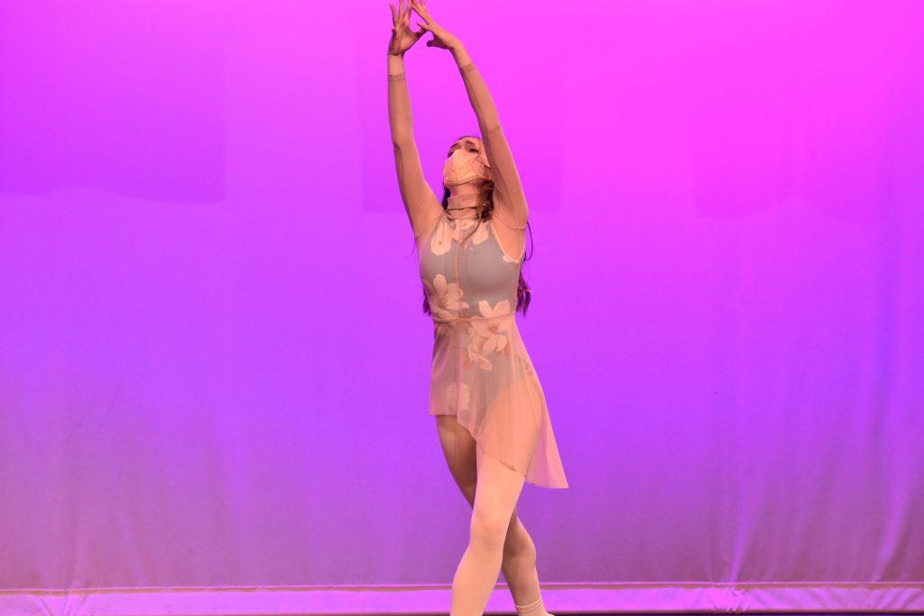 Variety Show dancer