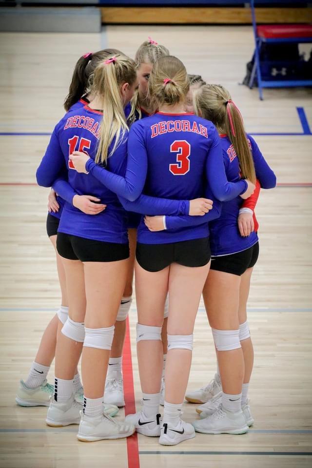 Volleyball girls huddle
