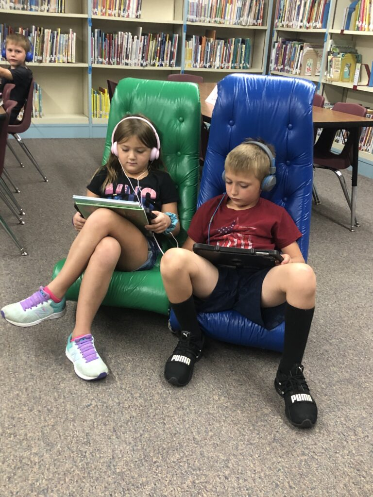 2 students reading